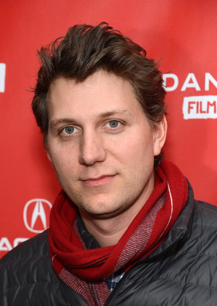Jeff Nichols wore a red scarf.