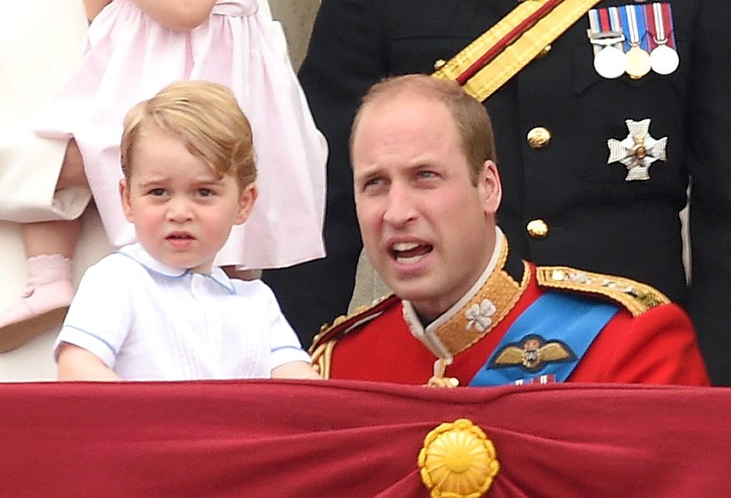 كما تطابق قميص الأمير جورج بشكل كبير مع زي الأمير ويليام الموحد.