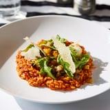 طبق ريزوني خضراوات البحر المتوسّط مع جبنة البارميزان والجرجي