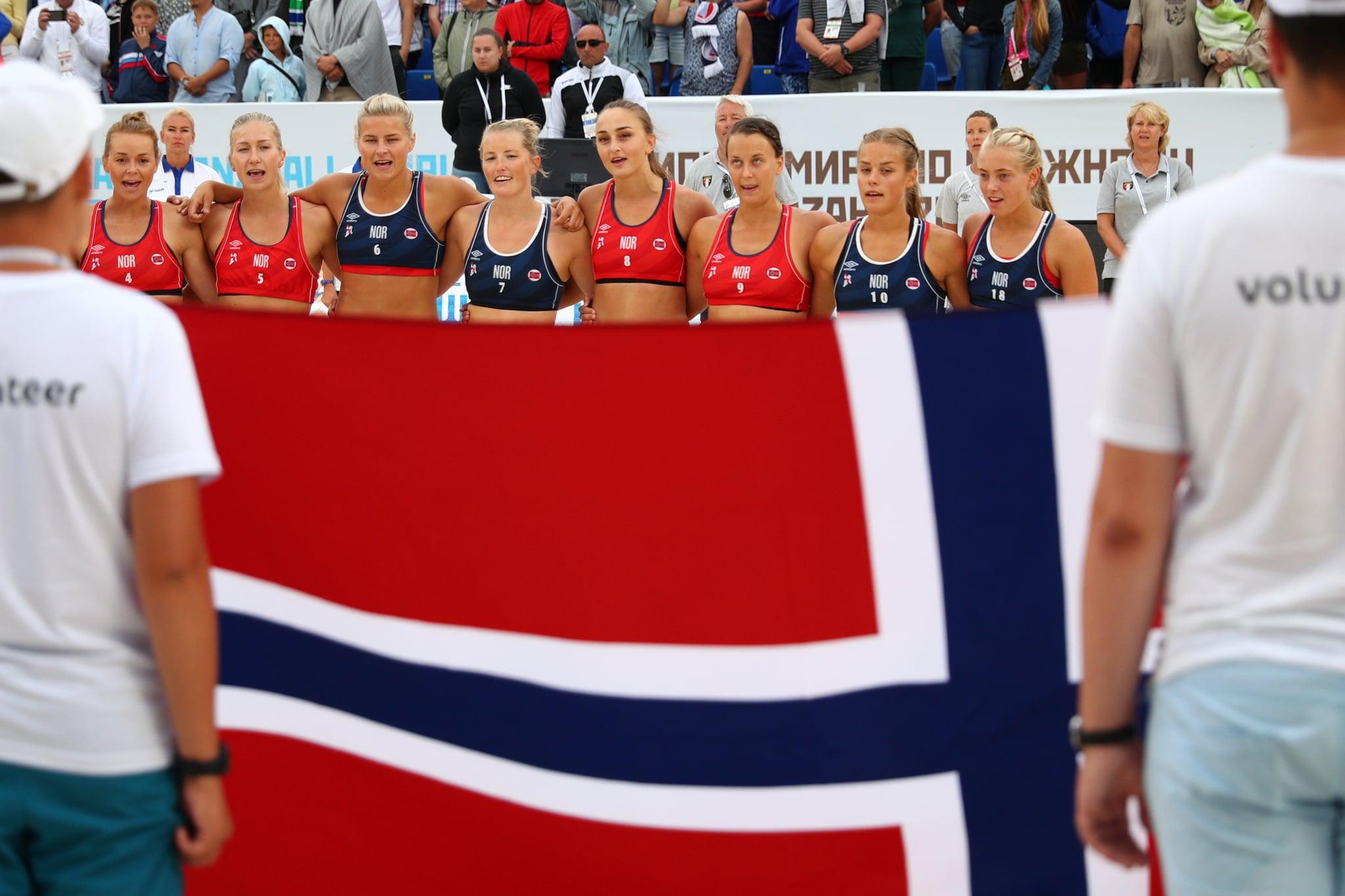 KAZAN, RUSSIA - JULY 29: Norway team line up during 2018 Women's Beach Handball World Cup final against Greece on July 29, 2018 in Kazan, Russia. (Photo by Ilnar Tukhbatov/Epsilon/Getty Images)