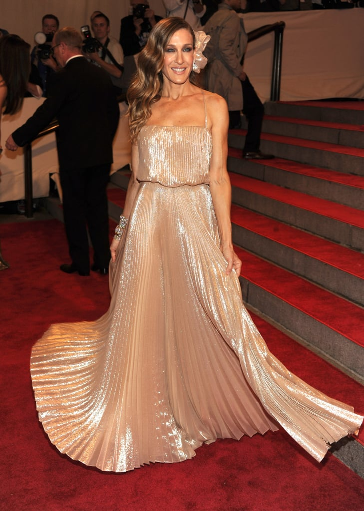 Pictures of Sarah Jessica Parker in Halston at the 2010 Met Costume Institute Gala 2010-05-03 17:30:10