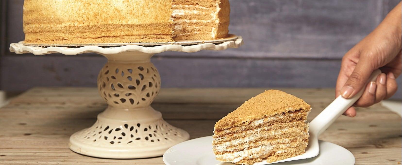 ارتفاعٌ هائل بمبيعات كيكة العسل في رمضان