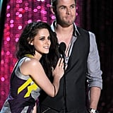 Snow White and the Huntsman costars Kristen Stewart and Chris Hemsworth teamed up to present an award.