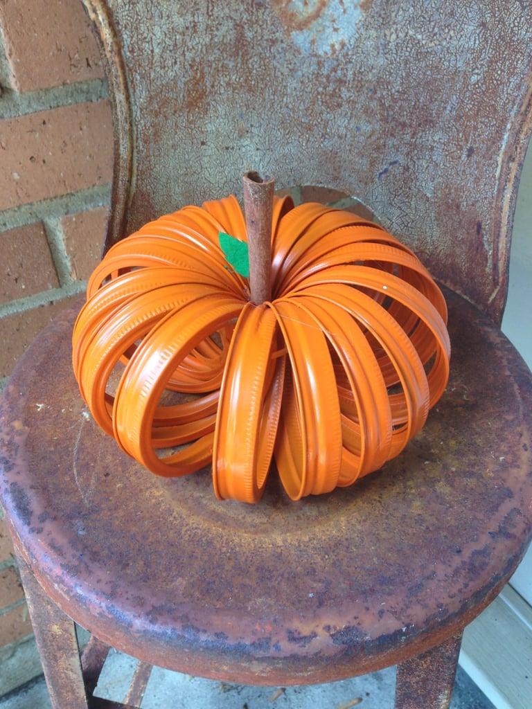 a mason jar lid pumpkin | mason jar halloween diy projects