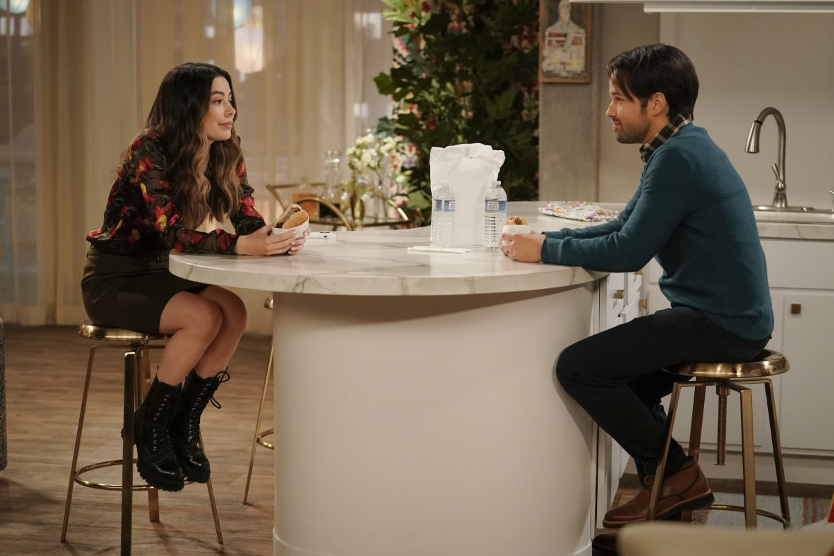 Pictured: Miranda Cosgrove as Carly and Nathan Kress as Freddie of the Paramount+ series iCARLY. Photo Cr: Lisa Rose/Paramount+ ©2021, All Rights Reserved.