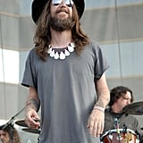Chris Robinson, Kate Hudson's ex-husband, is the epitome of kick-ass rock 'n' roller. Just check out how unique the Black Crowes singer's fashion sense is. Who else can rock a necklace with such ease?