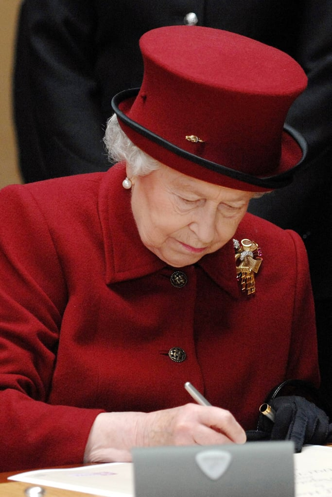 Fountain Pen What Does Queen Elizabeth Ii Carry In Her