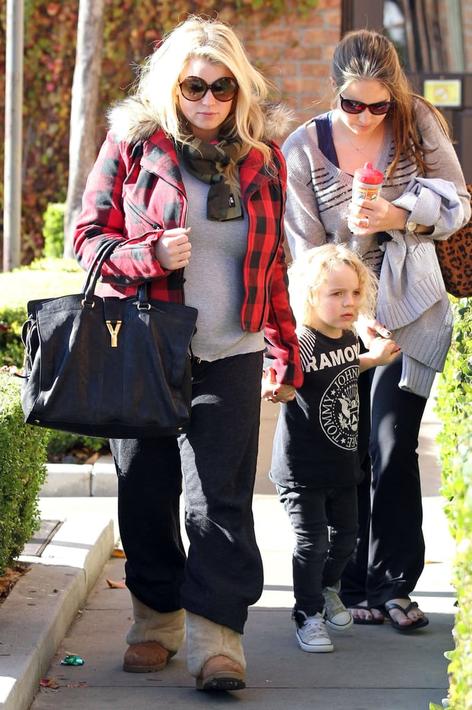 Jessica Simpson Does Last-Minute Christmas Shopping With Little Elf Bronx