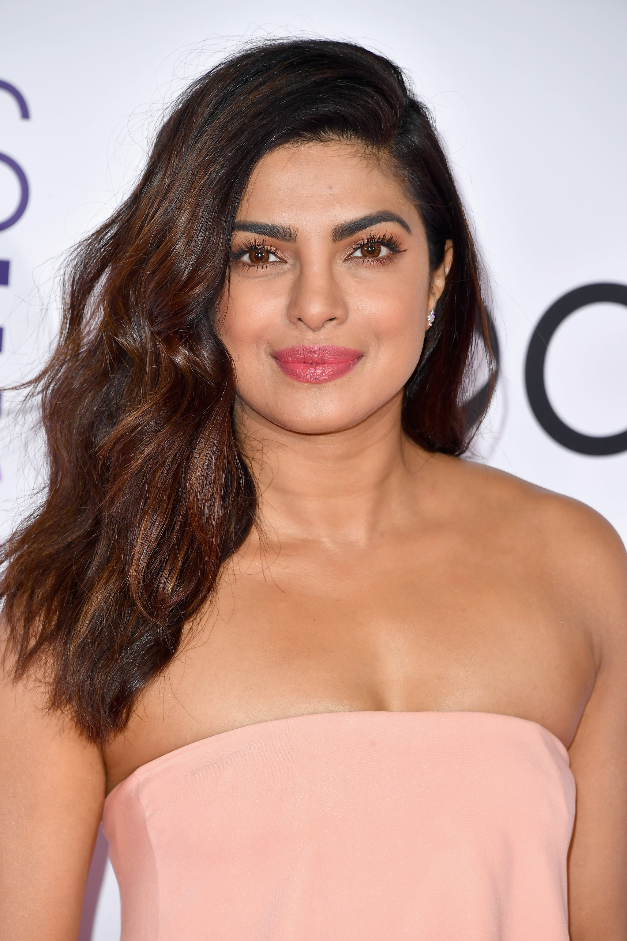 Priyanka Chopra Hair And Makeup At The Peoples Choice Award