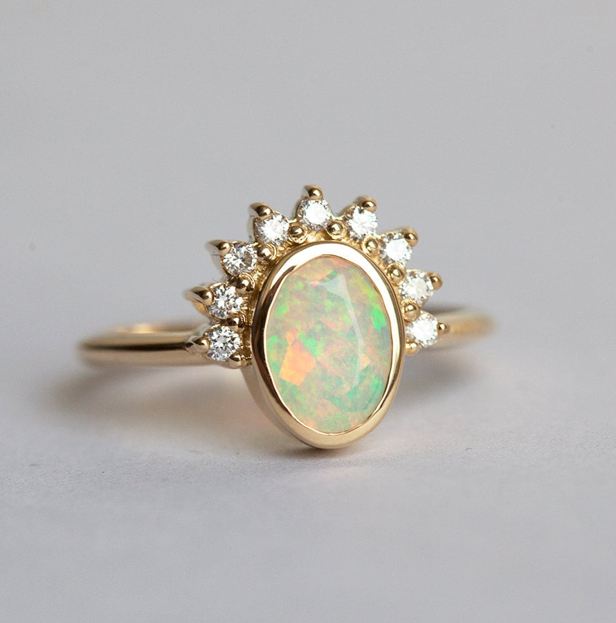 Minimal VS Diamond and Opal Ring