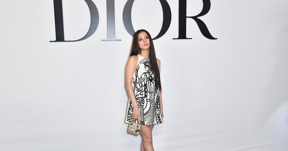 Blackpink's Jisoo Shows Us How to Make a Grand Entrance at the Dior Paris Fashion Week Show.jpg