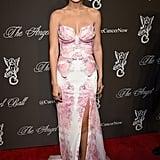حضرت جيجي حدث Angel Ball عام 2014 بهذا الفستان الوردي عديم الأكتاف والذي يُذكّرنا تصميمه بشكل الفراشة.