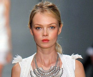 How to Get an Effortlessly Chic Textured Ponytail