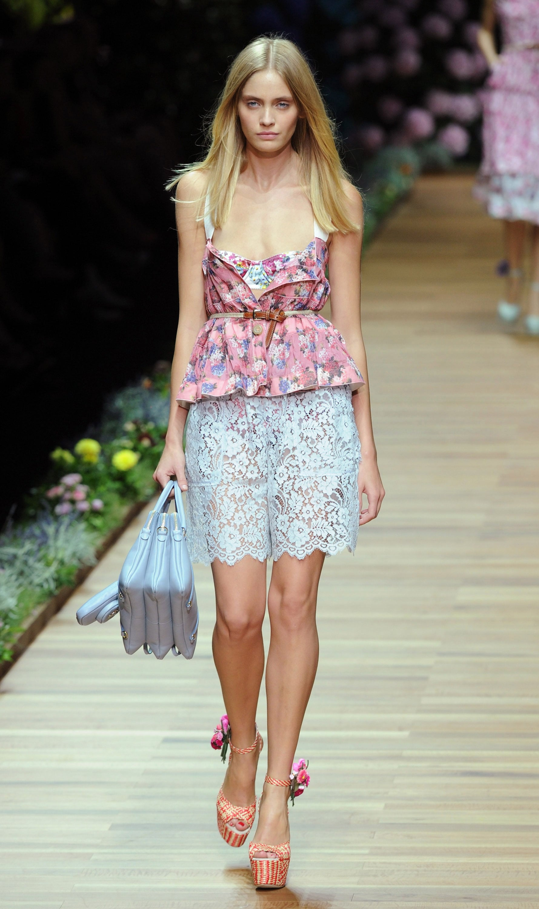 Spring 2011 Milan Fashion Week: D&G 2010-09-23 14:30:05 ...