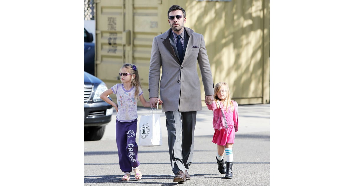 Ben Affleck With Daughters at Williams-Sonoma Pictures ...