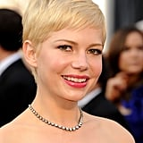 Michelle Williams wore simple makeup and jewelry at the Oscars.