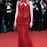 Julianne Moore's Givenchy Gown Featured a Feathered Train