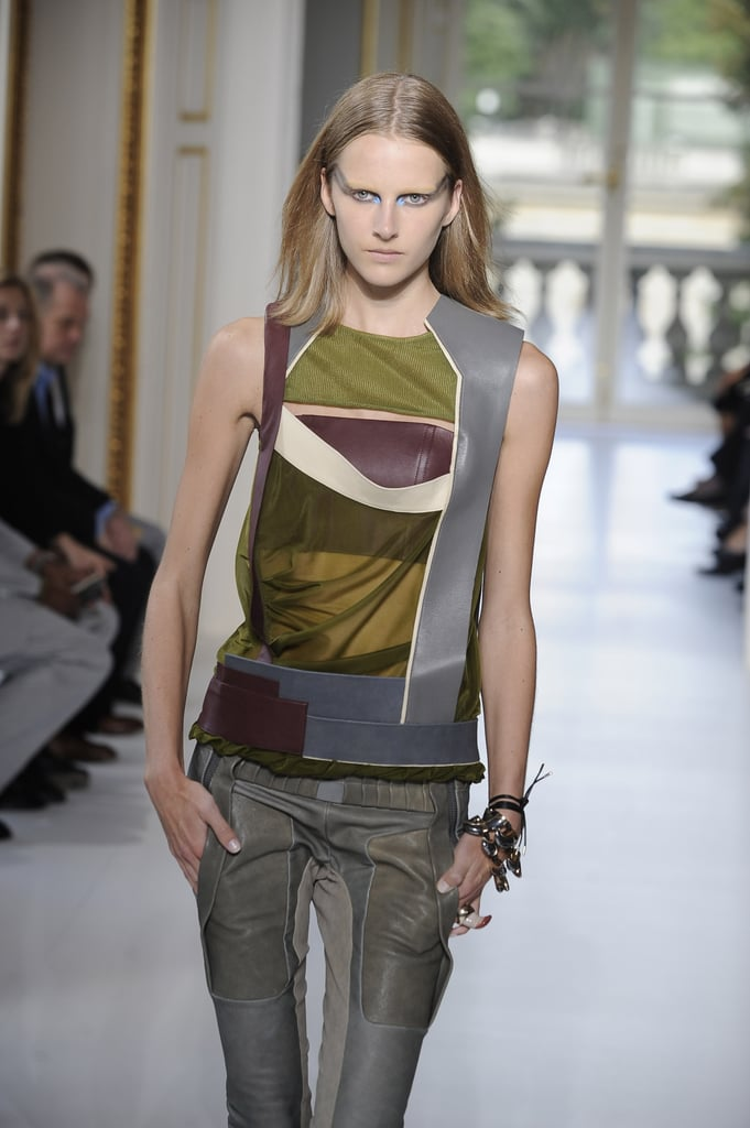 Balenciaga Aims to Go Thorougly Modern for Spring 2010
