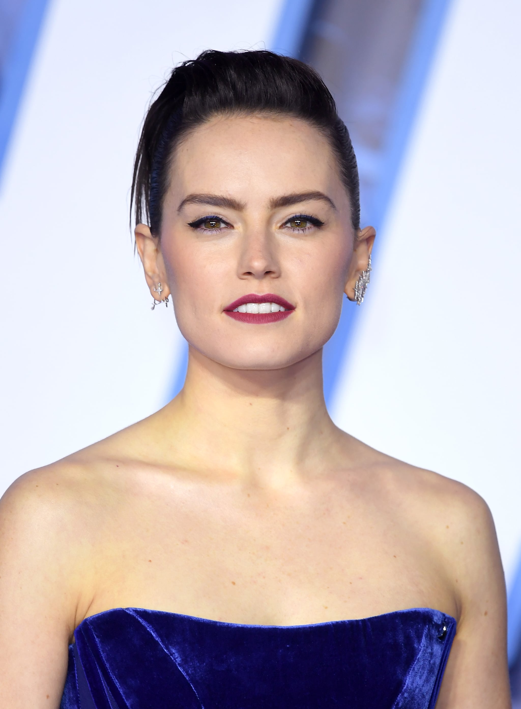 Daisy Ridley At The Star Wars The Rise Of Skywalker European Premiere Daisy Ridley Is Regal Royal And Captivatingly Elegant On The Star Wars Red Carpet In London Popsugar Fashion