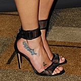 The actress has butterfly tattoos on her right foot for her cousins.
