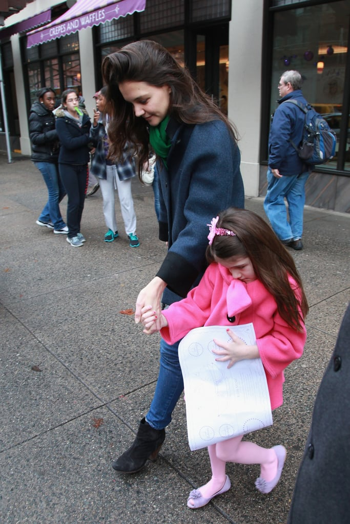 Katie Holmes held hands with Suri Cruise.