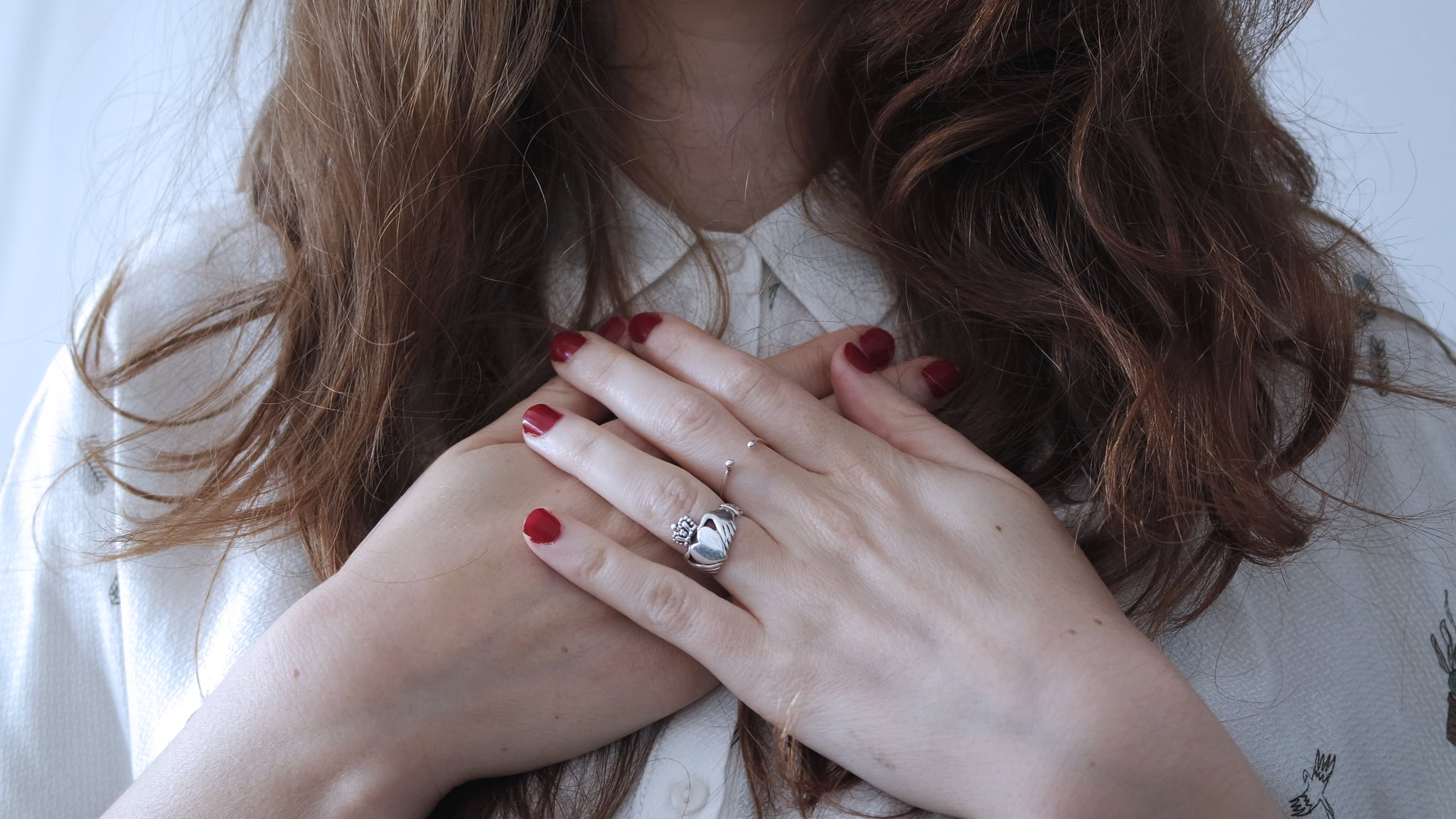What finger promise rings are worn