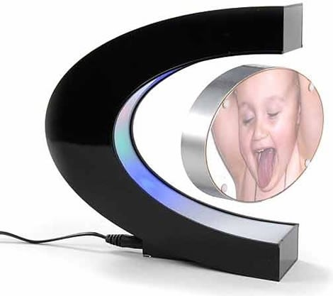Levitating Photo Frame: Totally Geeky Or Geek Chic?