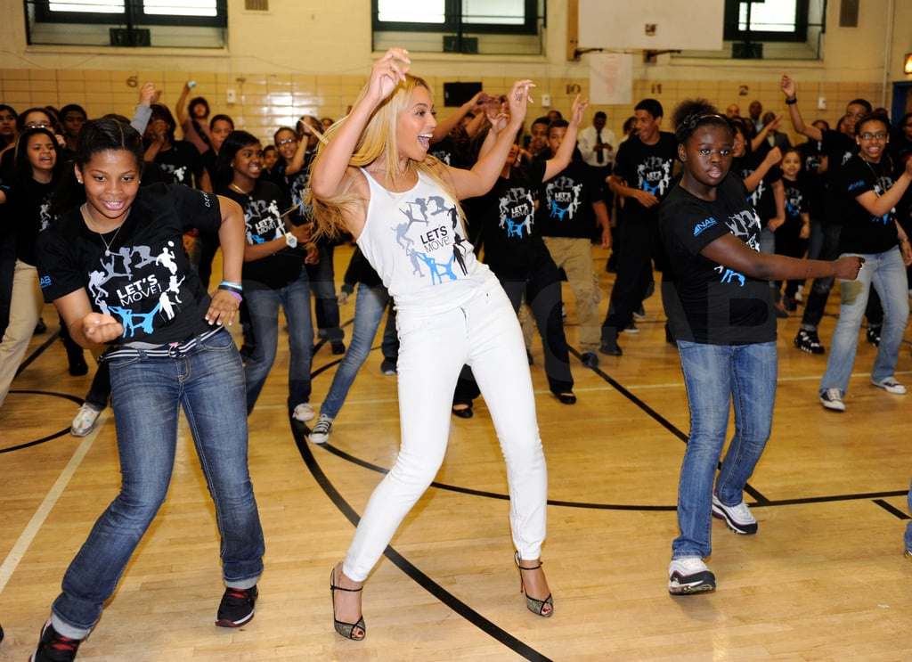 Beyonce Knowles Pictures Dancing With School Kids in Harlem