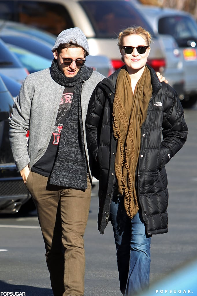 Evan Rachel Wood and Jamie Bell both wore scarves.