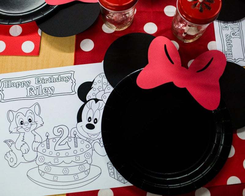 A plain black paper plate was easily transformed into Minnie Mouse with the addition of black & A plain black paper plate was easily transformed into Minnie Mouse ...