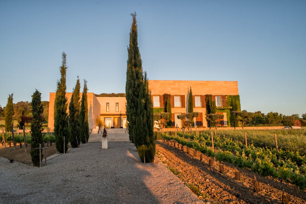 The villa is located in a quiet area approximately 3 km from Sant Llorenc.