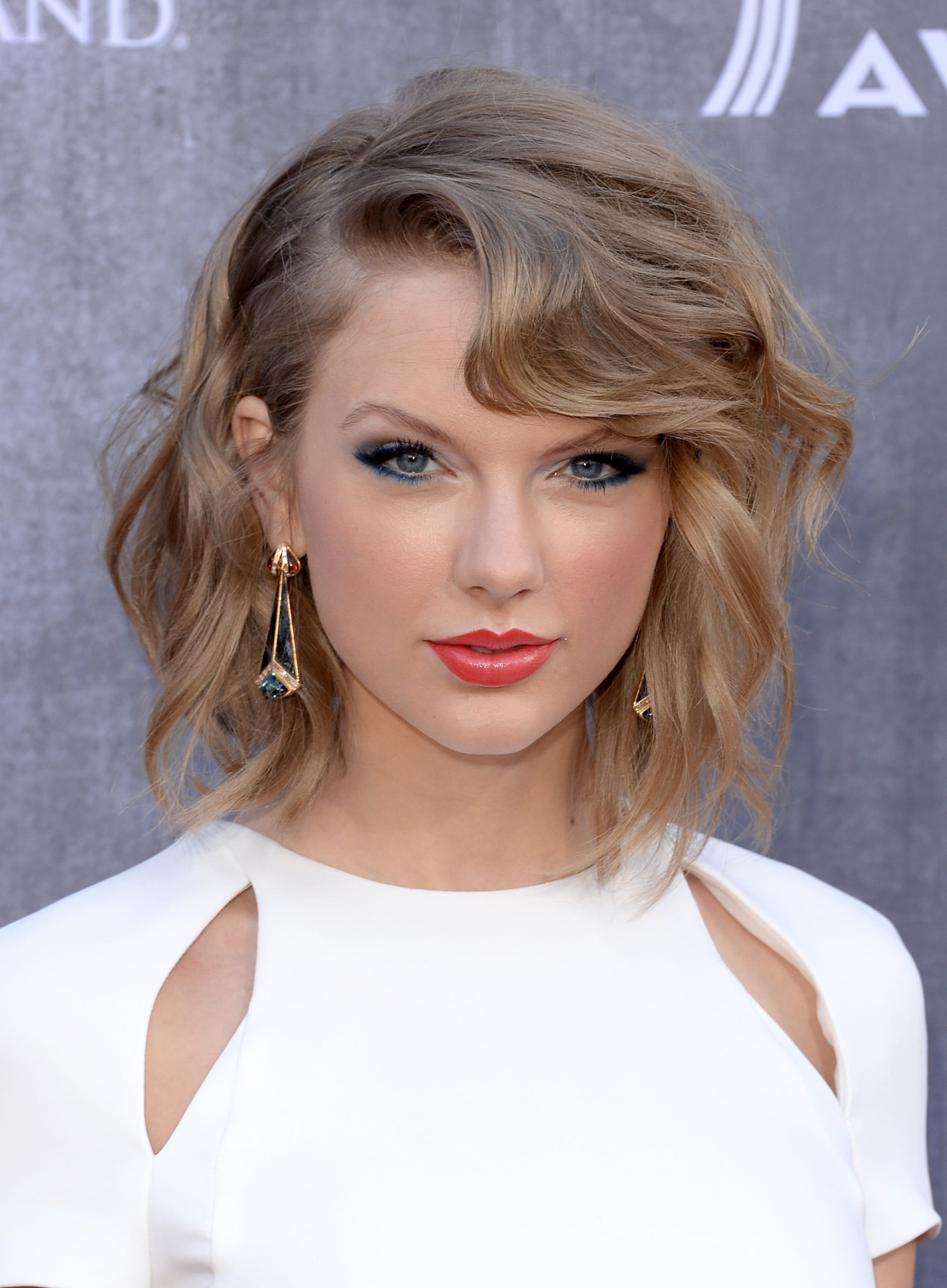 Copy Taylor Swift S Blue Eye Makeup At Country Music Awards