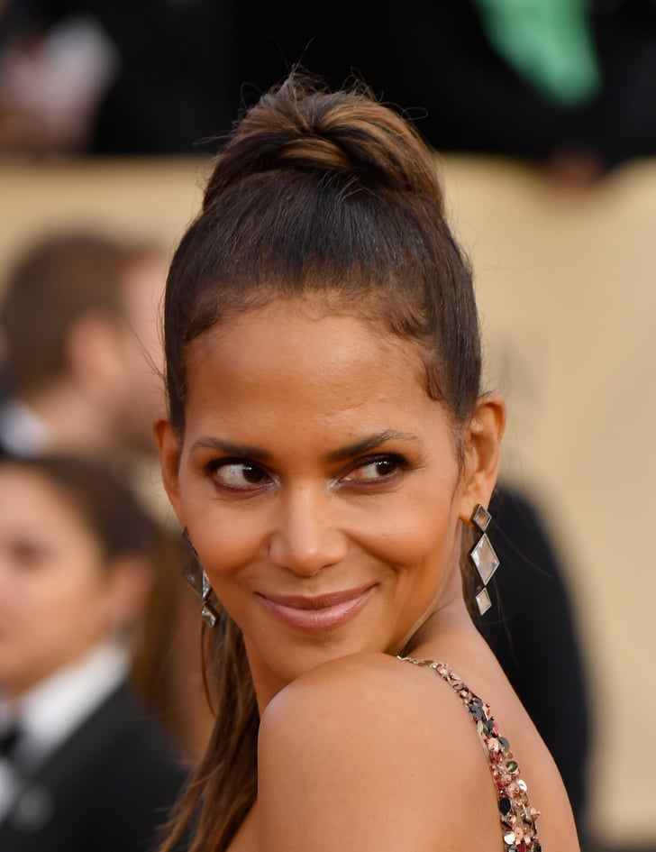 Halle Berry S Shaved Hair At The 2018 Sag Awards