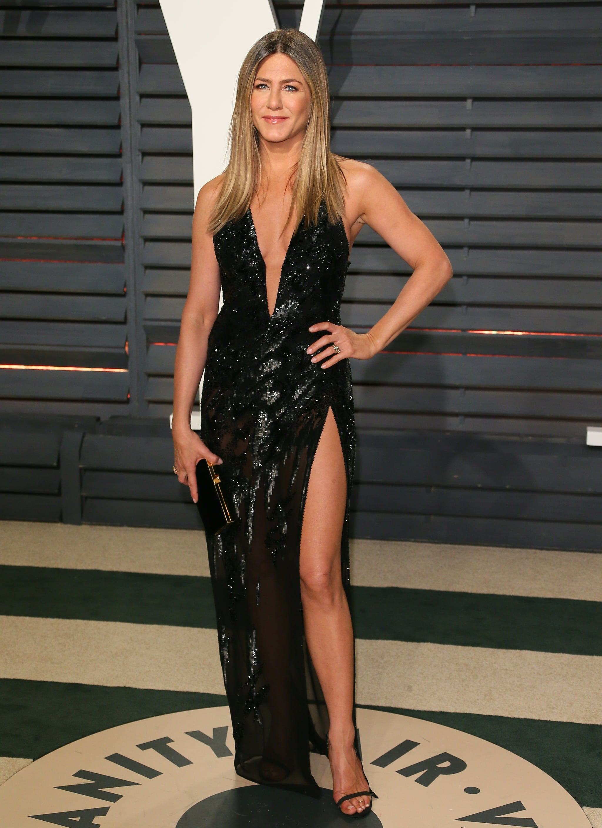 BEVERLY HILLS, CA - FEBRUARY 26: Jennifer Aniston attends the 2017 Vanity Fair Oscar Party hosted by Graydon Carter at Wallis Annenberg centre for the Performing Arts on February 26, 2017 in Beverly Hills, California. (Photo by JB Lacroix/WireImage)