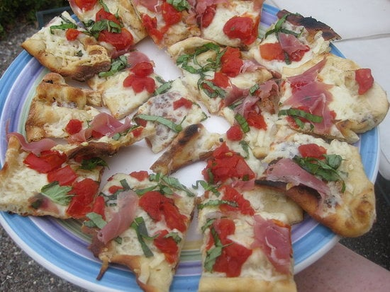Sugar Shout Out: Yum's Grilled Fontina and Prosciutto Pizza