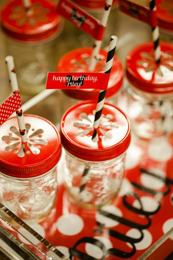 Paper straws, Minnie Mouse straws, and red daisy lids created fun drinking vessels for the kids.