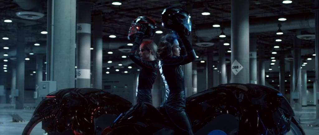 Taylor Swift and Jessica Alba: the ultimate motorcycles babes.
