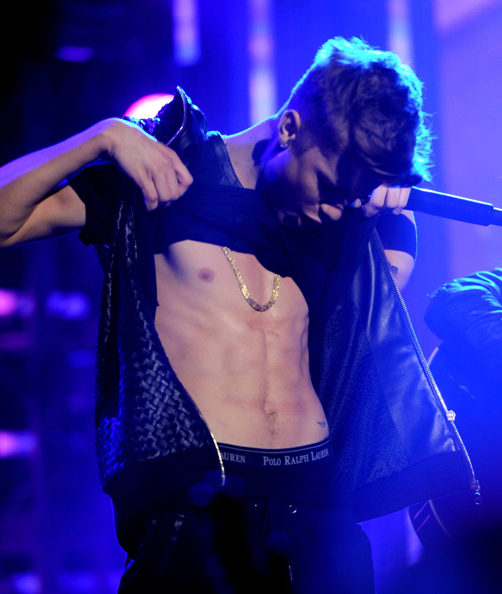 Justin Bieber showed his abs during his set for New Year's Rockin' Eve in NYC.