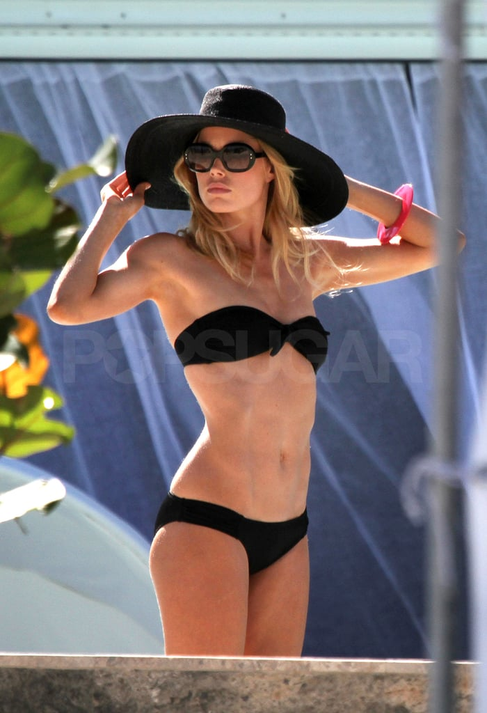 Doutzen kept her face shaded from the sun.