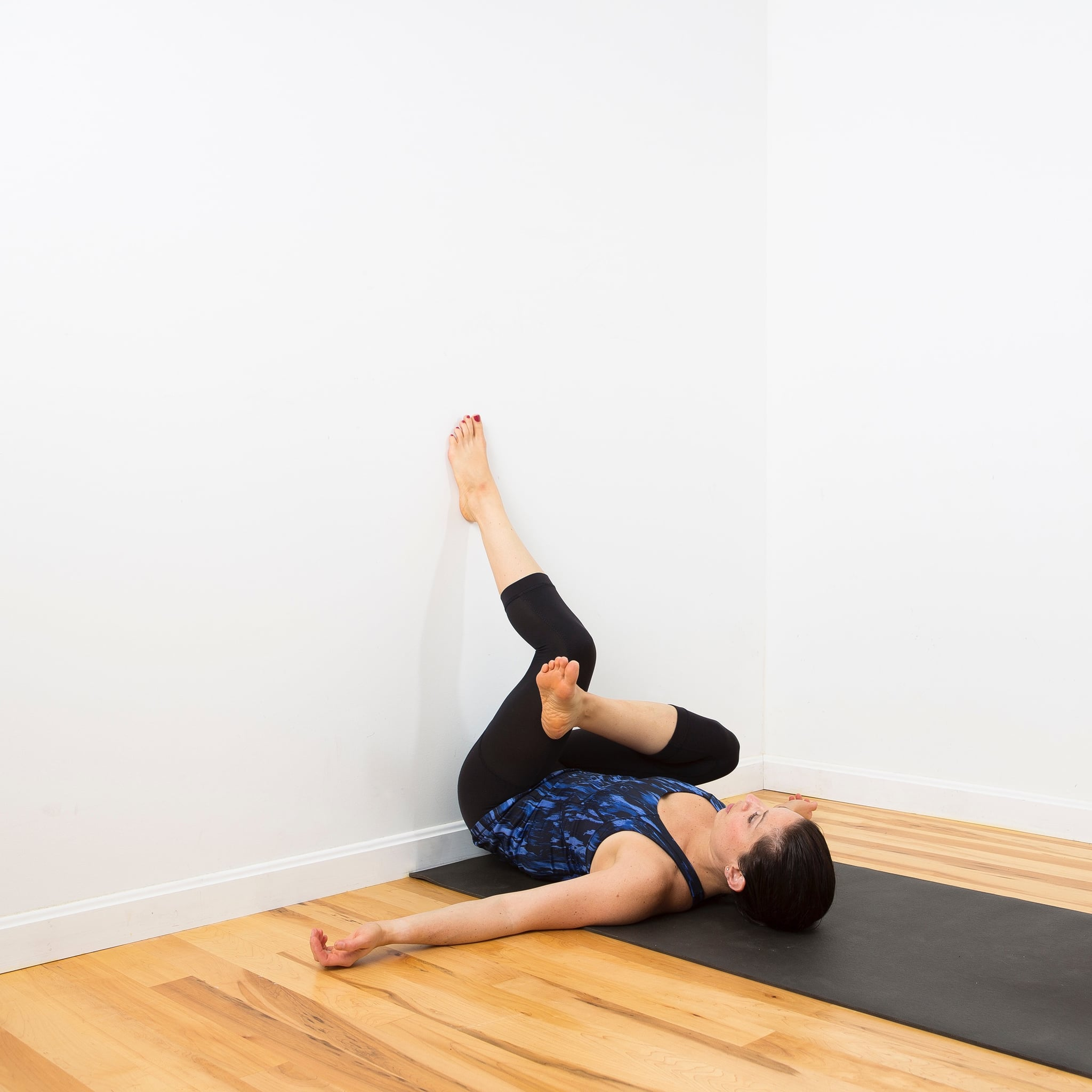 If You Suffer From Tight Hips, Find a Wall ASAP, and Do This Amazing Stretch
