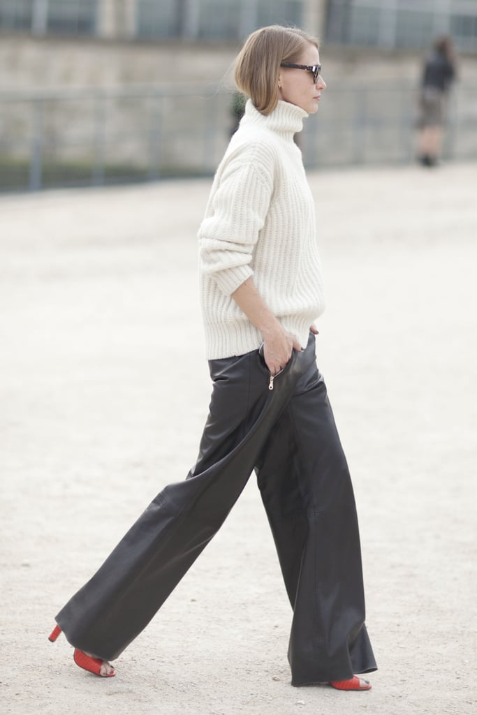 This showgoer gave leather pants a chic makeover with a classic turtleneck.