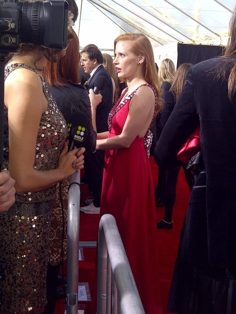 Jessica Chastain showed up the red carpet in a gown of the same colour, and a deep side part. Source: Twitter user WonderwallMSN