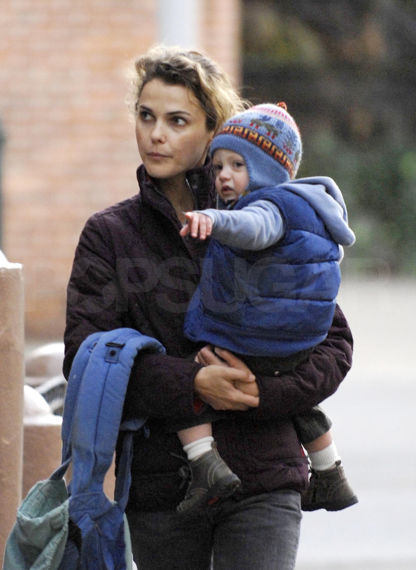 J And M Auto >> Photos of Keri Russell and Son River Deary Walking in ...