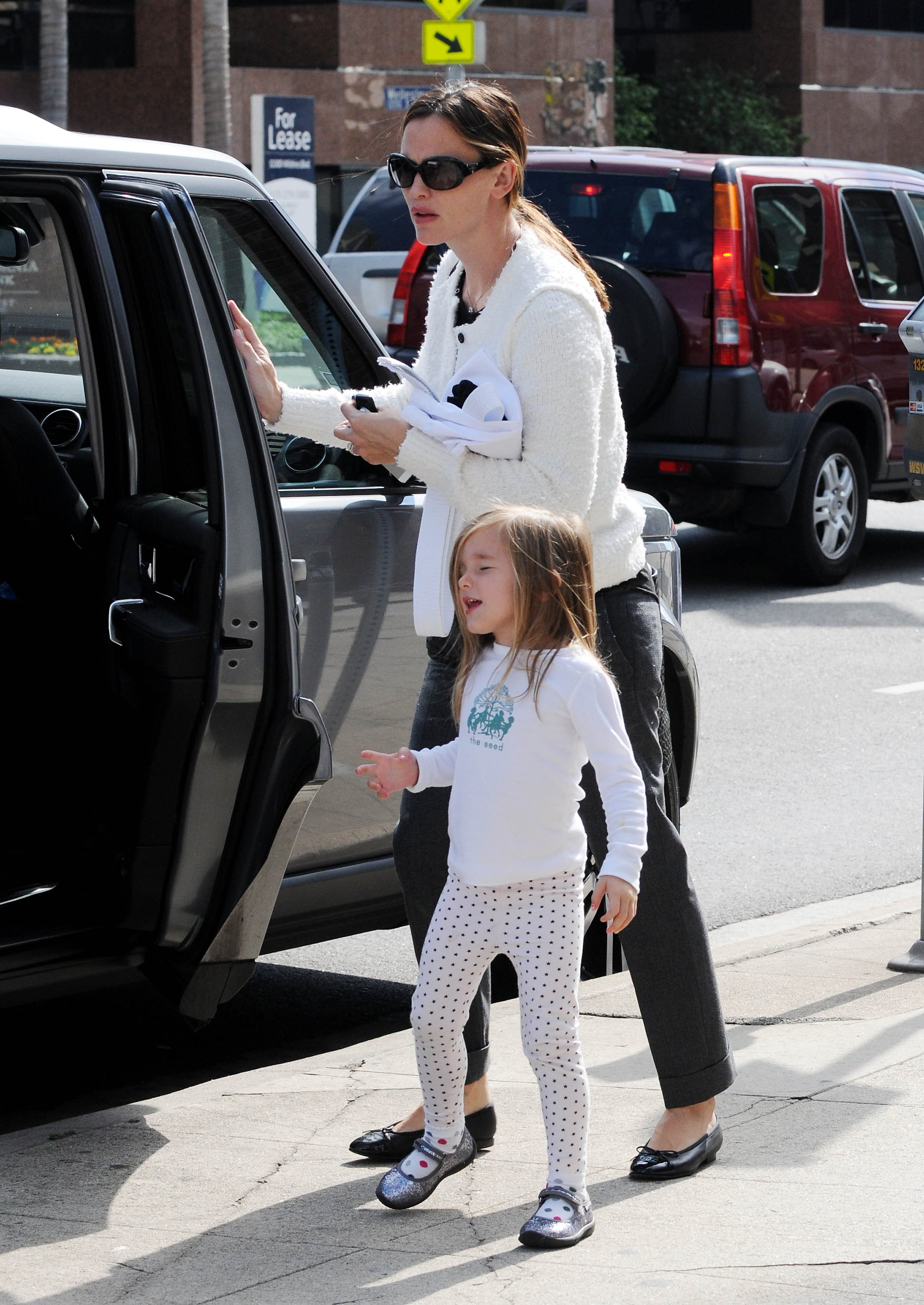 Jennifer Garner and Seraphina Affleck hopped out of their car.