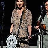 Taylor Swift played the banjo.