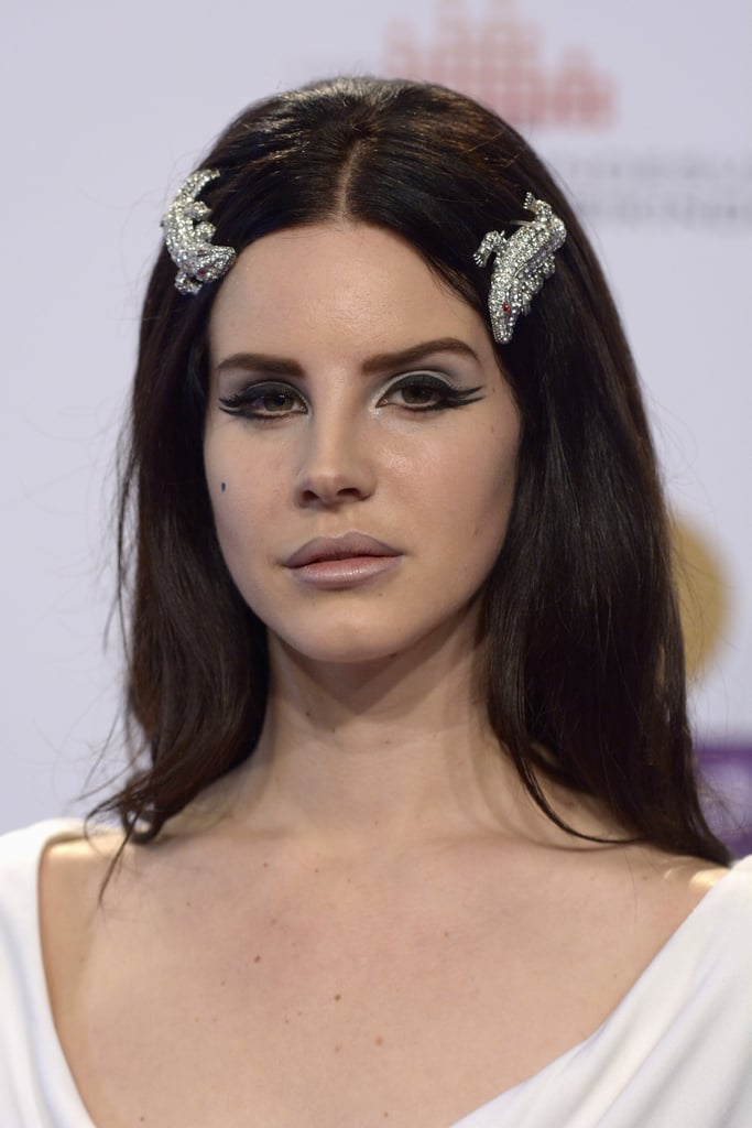 It Takes Guts To Pull Off Giant Lizard Shaped Hair Pieces But Lana