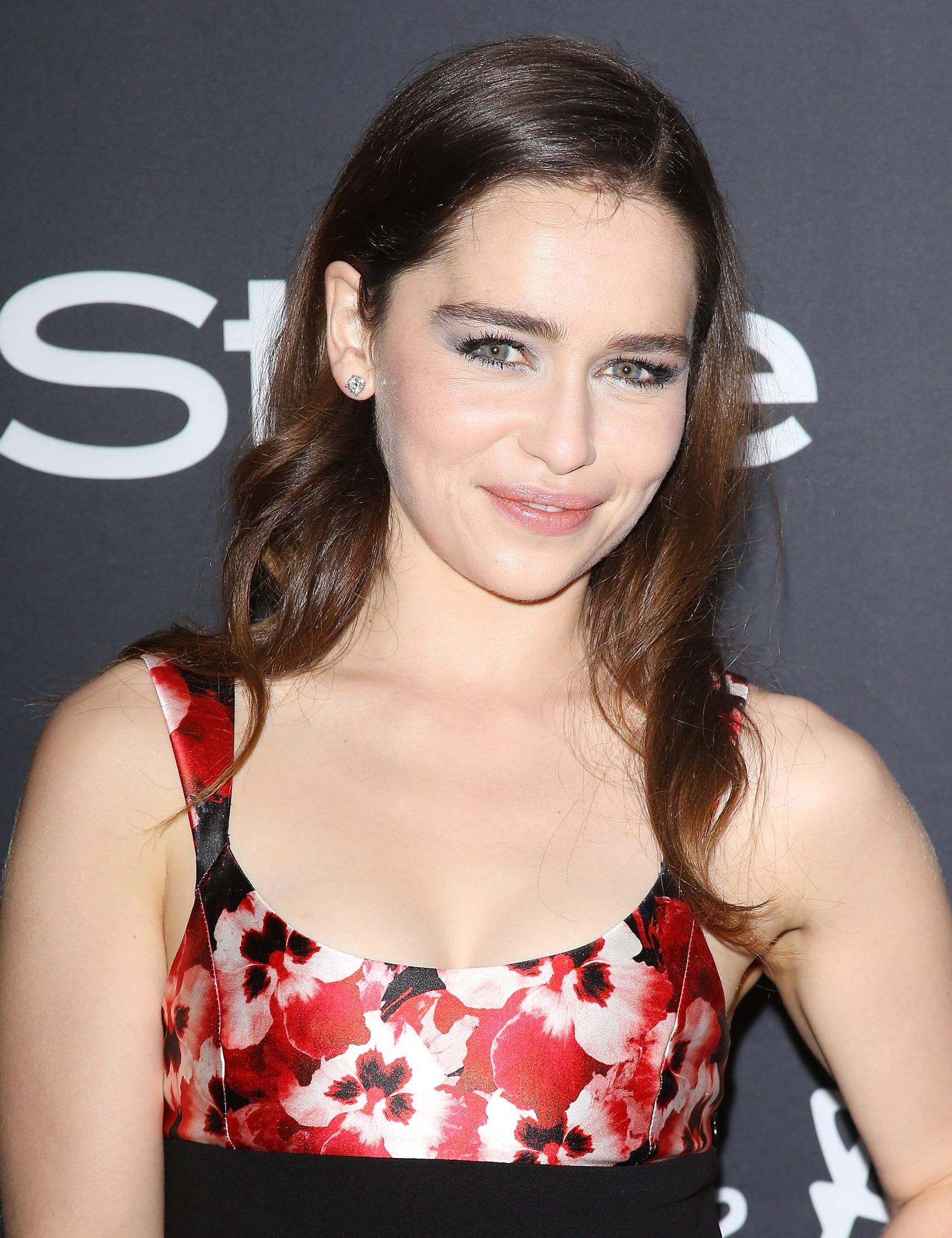 Emilia Clarke went with tousled waves and a sexy smoky eye for the InStyle party.
