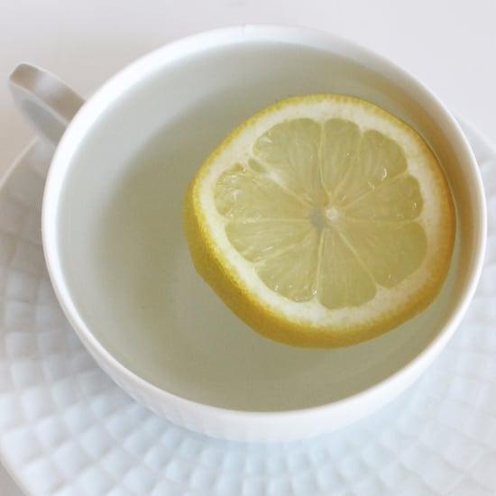 الماء الساخن والليمون