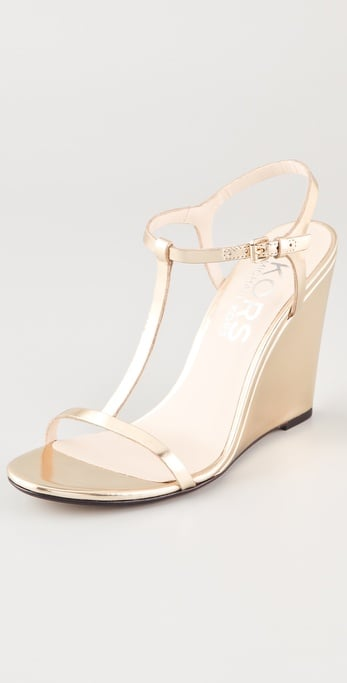This soft metallic pair is perfect for warm-weather weddings and evening affairs.