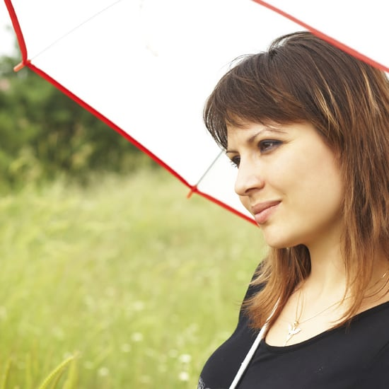 How to Keep Hair From Frizzing in Rain and Humidity